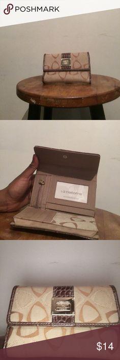 Liz Claiborne Wallet Brown & Tan • Never Used Liz Claiborne Bags Wallets