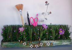 Porta lápis feito com uma vassoura de jardim - Sueli Pessoa - Plick Ateliê