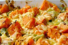 Af en toe heb je gewoon behoefte aan comfort food. En wat is er dan lekkerder dan een ovenschotel met kip, zoete aardappel en gesmolten kaas?