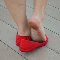 sexy women feet showing soles in sandals Red Ballet Flats, Black Flats Shoes, Flat Shoes, Feet Soles, Women's Feet, Pink High Heels, Barefoot Girls, Nylons Heels, Sexy Legs And Heels
