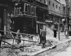 """Budapest, 1956. november 10. """"A szovjet csapatok vesztesége e napok alatt 669 főt tett ki, 51 ember eltűnt. A magyar felkelők 2-4 ezer embert veszítettek."""" A pacifikált város: a rommá lőtt Emke kávéház. Törmelék, romok, roncsok mindenütt és nézelődők. MTI Fotó: Fényes Tamás Communism, Budapest, Vietnam War, Pictures Images, Hungary, Ww2, Germany, History, November"""
