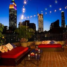 Yearning for spring so we can spend our evenings on the rooftop lounge of the Shelburne NYC. Who can resist that view?! Instagram by @ashdpol
