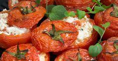 Näissä täytetyissä yrttitomaateissa on täytteenä herkullista Apetina-salaattijuustoa. Tarjoile täytetyt tomaatit lihan, kanan tai kalan kanssa, tai nauti sellaisenaan!