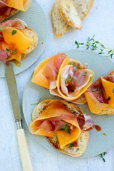 Bruschetta mit Parmaschinken und Melone