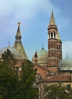 ღღ Church of Saint Anthony in Padua (near Venice), Italy