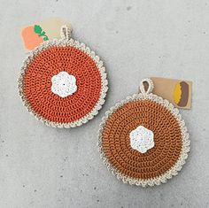 Ravelry: Pumpkin Pie Pot Holder pattern by Kelly Maust Crochet Pumpkin Pattern, Crochet Potholder Patterns, Pumpkin Applique, Crochet Gloves Pattern, Crochet Dishcloths, Pumpkin Patterns, Corset Pattern, Knitting Patterns, Crochet Fall
