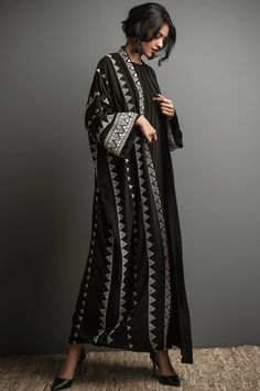 Classic black crepe abaya with hand embroidered designs elevates your modest wear look. Dubai Fashionista, Salwar Suits Party Wear, Black Abaya, Abaya Designs, Modest Wear, Hijab Dress, Abaya Fashion, Fashion Details, Womens Scarves