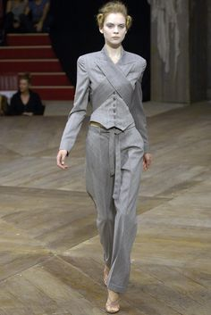 Alexander McQueen 알렉산더 맥퀸 : Spring/Summer 2007 Ready-to-Wear Paris : 네이버 블로그 Runway Fashion, High Fashion, Fashion Show, Fashion Outfits, Womens Fashion, Alexander Mcqueen, Fashion Details, Fashion Design, Streetwear Fashion