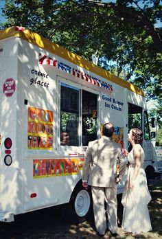 An ice cream truck. | 23 Unconventional But Awesome Wedding Ideas .... I would love this!!!! Not sure where it would be able to park : (