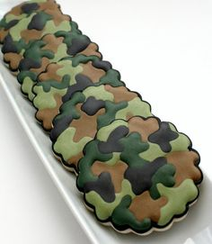 How to Make Camouflage Print on Cookies - I actually did this 2 Christmases ago and it's really easy and looks super cute!