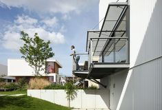 House with 11 Views | Leibal