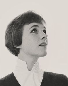 I have always loved Julie Andrews, she's always been an inspiration! My favourites of her films have to be; Mary Poppins, The sound of music and The Princess Diaries Julie Andrews, Hollywood Stars, Classic Hollywood, Old Hollywood, Classic Actresses, English Actresses, British Actresses, Child Actresses, Actors & Actresses
