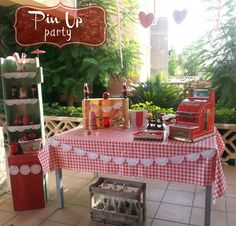 pin up party #pinup #party #organizaciónfiestas http://vivetucuento.com/2013/11/18/una-fiesta-pin-up-mi-cumple/