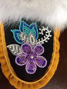 Native Beading Patterns, Beadwork Designs, Seed Bead Patterns, Native Beadwork, Native American Beadwork, Indian Beadwork, Beaded Embroidery, Embroidery Patterns, Sewing Patterns