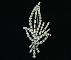 Elegant 50's princess bride clear rhinestone leaf bling brooch, unusual striking Madison Ave woodland crystal rhodium plate statement pin by BetseysBeauties on Etsy