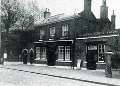1936 The Queens Head Brook Green London Pictures, London Photos, Old Pictures, Old London, West London, Shepherds Bush, Old Pub, Slums, Back In The Day