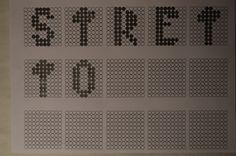 Ho scelto l'aggettivo 'Stretto', le lettere infatti risultano corte orizzontalmente.