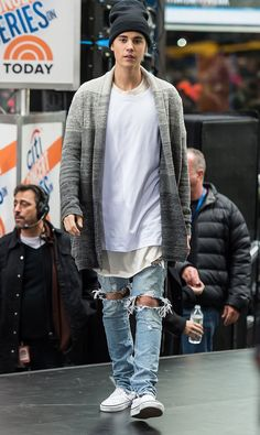 Justin Bieber Proves It's Not Your Grandpa's Cardigan Anymore Justin Bieber Moda, Justin Bieber Outfits, Justin Bieber Style, Justin Bieber Clothes, Mens Fashion Blog, Look Fashion, Urban Fashion, Fashion Blogs, Male Fashion