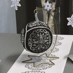 Christmas ball – elegant black - Coricamo - Welcome to Cross Stitching, free cross stitch pattern, needlepoint, beading, soutache, mouline, tapestry, embroidery, chart