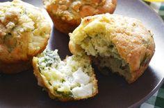 Αυτά τα muffins είναι μικρα κέικ με γεύση σπανακόπιτας! Πάρα πολύ εύκολη συνταγή με ελάχιστα υλικά. Θα χρειαστείτε 200 γρ. σπανάκι, κομμένο σε μικρά κομματάκια 200 γρ. τυρί φέτα 300 γρ. αλεύρι 3 κο…