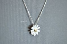 Daisy pendant necklace in silver Daisy necklace by Brillants