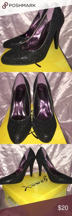 Womens Sz 7 GO Max black/glitter heals G O Max women's Sz 7. Black heel shoe with and overlay of glitter. Shoes were worn 1 time. In PERFECT condition!!  Style is Ashland.... Kept in original box! G O Max Shoes Heels