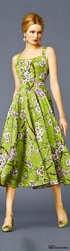 #Farbbberatung #Stilberatung #Farbenreich mit www.farben-reich.com Dolce & Gabbana, Classic floral print.