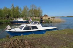 Cruiser Boat, Outdoor Furniture, Outdoor Decor, Sun Lounger, Boats, Horses, Sea, Chaise Longue, Ships