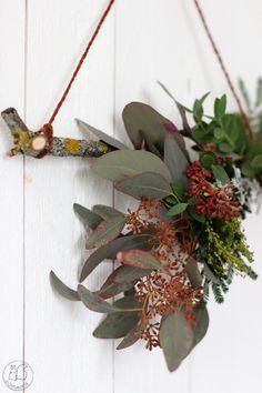 Oravanpesä: KRANSSITEHTAILUA. Wreaths, Home Decor, Homemade Home Decor, Door Wreaths, Deco Mesh Wreaths, Garlands, Floral Arrangements, Decoration Home, Floral Wreath