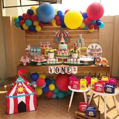 Espetáculo de festa no tema Circo! Credito: @papercornerec #Festainfantil #FestaCirco #Circo #FestaMenino Circus First Birthday, Circus 1st Birthdays, 1st Birthday Boy Themes, Boys First Birthday Party Ideas, First Birthdays, Dumbo Birthday Party, Carnival Party Foods, Circus Carnival Party, Circus Theme Party