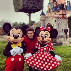 Si vola a Disneyland Disneyland, Mickey And Minnie Cake, Mickey Mouse, Love Moon, Cimorelli, Never Grow Up, Son Luna, Photos, Disney Characters
