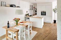 By Anna Maria (photo Marcin Czechowicz) Small Apartment Decorating, Scandinavian Kitchen, Room Interior Design, Closet Designs, Home Kitchens, Galley Kitchens, Kitchen Dining, Small Spaces, Sweet Home