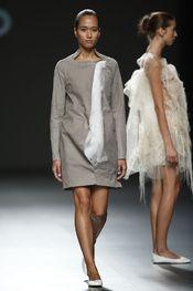 Ying Gao - Pasarela Ying Gao, Vogue, Fur Coat, Jackets, Fashion, New York Fashion, Walkway, Spring Summer, Pictures