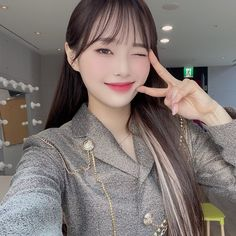 Image discovered by ♔. Find images and videos about kpop, chuu and kim jiwoo on We Heart It - the app to get lost in what you love. Kpop Girl Groups, Korean Girl Groups, Kpop Girls, My Girl, Cool Girl, Chuu Loona, Olivia Hye, I Love Girls, Girls Makeup