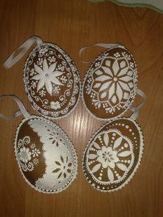 Dalšie 3D Vajíčka Easter Cookies, Royal Icing, Cookie Decorating, Gingerbread Cookies, Decorative Plates, Baking, Easter Eggs, Chip Cookies, Easter