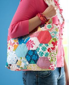 Happy-go-lucky Quilted Bag @American Patchwork & Quilting (you can buy a pattern here: http://www.etsy.com/shop/quilttaffy/search?search_query=charming+hexagon=date_desc_type=gallery=shop_search)