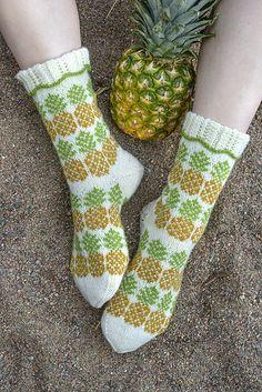 Pineapple Socks / Ananassukat pattern by Lumi Karmitsa Crochet Socks, Knitting Socks, Knit Crochet, Pineapple Socks, Pineapple Crochet, Sewing Hacks, Sewing Tips, Fair Isle Knitting, Mitten Gloves