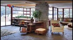 'Fallingwater' adalah rumah di pedesaan barat daya negara bagian Pennsylvania yang dirancang oleh arsitek Frank Lyod Wright pada tahun 1935. Walaupun tak mudah mencapai lokasinya, tapi 'Fallingwater' adalah salah satu tempat yang wajib dikunjungi, bukan hanya oleh penggemar arsitektur.  Di YouTube: https://youtu.be/E5b_2Jm2_nQ