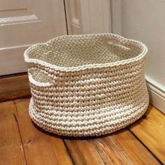 Körbe - Großer Häkelkorb - ein Designerstück von AnnaWie-Crafts bei DaWanda