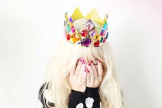 Make this crown for the birthday girl on her big day.