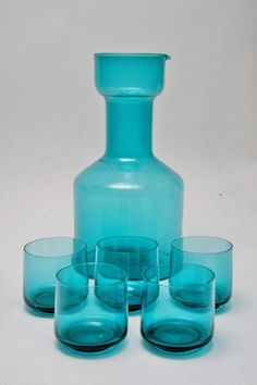 A Carafe & Cordials Set By Nuutajarvi A carafe in teal thats quite rare to find. Glass Design, Design Art, Interior Design, Mid Century Decor, Mid Century Modern Design, Vintage Glassware, Vintage Colors, Carafe, Colored Glass