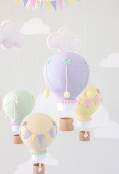 Pastel baby mobile, hot air balloon, travel theme, nursery d Yellow Nursery Decor, Pastel Nursery, Baby Room Decor, Nursery Themes, Girl Nursery, Nursery Ideas, Mobiles, Ballon Diy, Nursery Dark Furniture