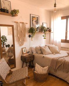 Room Ideas Bedroom, Bedroom Inspo, Dream Bedroom, Bedroom Decorating Tips, Cute Room Decor, Cozy Room, Cool Beds, New Room, House Rooms