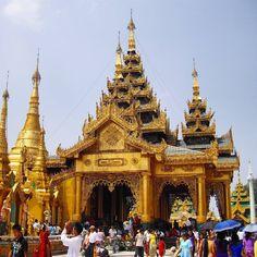 Shwedagon pagoda Yangon Myanmar.  Pagode de Shwedagon Yangon Myanmar.  #windowonthetribes . . . . . . . . . . #shwedagon #yangon #Myanmar #burma #birmanie #asie #asia #wearetravelgirls #iamatraveler #travelblog #travelblogger #inspiredtraveller #travel #Rangoon #tripplanner #storytelling #temple #pagodes #pagoda