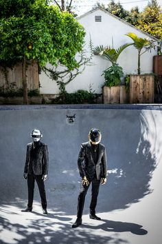Click the Pic to win a chance to meet Daft Punk! Electro Music, Dj Music, Music Love, Rock Music, Music Stuff, Daft Punk Costumes, New Pictures, Great Photos, Daft Punk Albums