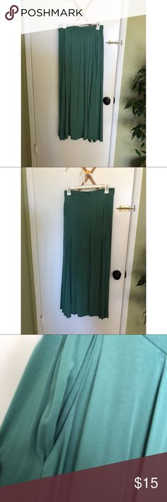 Emerald Green Maxi Skirt Has pockets  Zipper and clasp in the back I'm 5'5 and this skirt reaches my feet Size: S ( but could fit a M snuggly)  Brand: Forever 21 Forever 21 Skirts Maxi