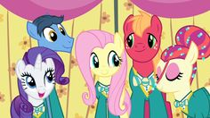 Fluttershy singing with the Ponytones