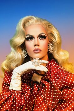 8 Drag Queens Reveal Which Beauty Products They Absolutely Cannot Live Without Drag Queen Makeup, Drag Makeup, Lgbt, Best Beauty Tips, Beauty Hacks, Valentina Drag, Blair St Clair, Best Drag Queens, Drag Queen Outfits
