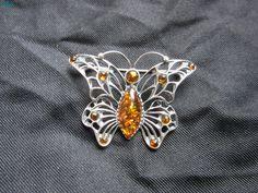 Mademoiselle Brocantine ~ Magnifique broche papillon en ambre ! #brocante
