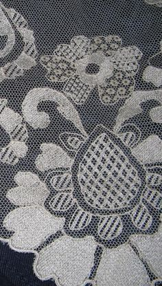 17 best images about tul bordado on oviedo Bobbin Lace Patterns, Crochet Doily Patterns, Crochet Doilies, Paper Embroidery, Cross Stitch Embroidery, Blackwork, Russian Crochet, Sewing Lace, Point Lace